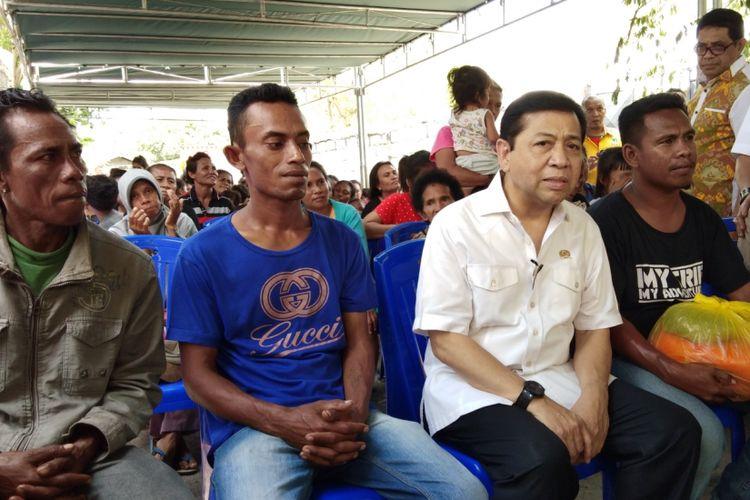 Ketua DPR RI Setya Novanto saat bersama para pemulung di Kota Kupang, Nusa Tenggara Timur (NTT), Senin (13/11/2017).