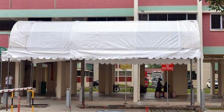 Tenda pengamanan di rusun Presiden Singapura Halimah Yacob.