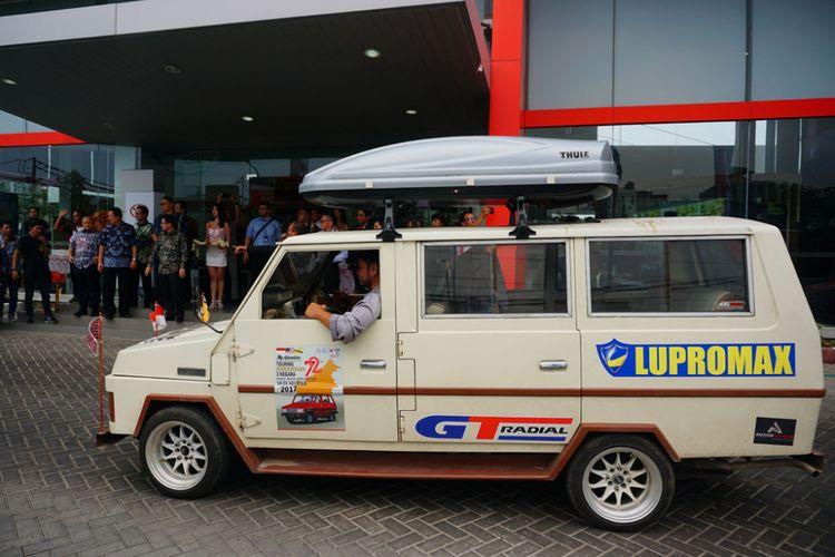 Peserta turing Kemerdekaan Toyoa Kijang dan Avanza Veloz tiba di Jakarta, Selasa (5/9/2017). Rombpngan disambut jajaran direksi Toyota Astra Motor dan Auto2000