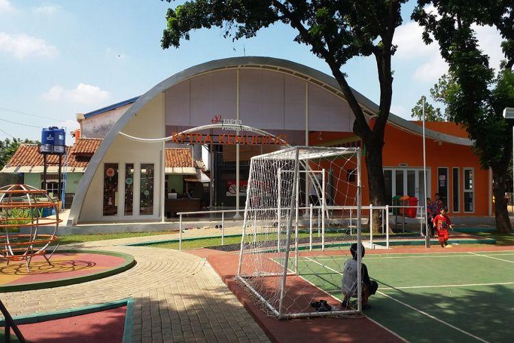 Fasilitas bermain yang tersedia di RPTRA Kemuning, Kelurahan Pejaten Timur, Kecamatan Pasar Minggu, Jakarta Selatan.