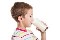 Anak Laki-laki Jangan Berlebihan Minum Susu Kedelai