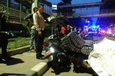 Diduga Kelebihan Muatan, Truk Oleng Timpa 2 Motor di Tanjung Priok