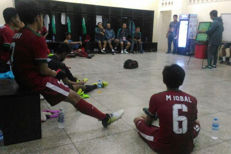Suasana ruang ganti timnas U-19 Indonesia.