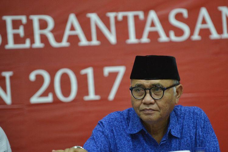 Ketua KPK Agus Rahardjo menyampaikan paparan capaian kinerja KPK pada 2017 di Gedung KPK Jakarta, Rabu (27/12). KPK berhasil mengembalikan kerugian negara sebesar Rp276,6 miliar melalui Penerimaan Negara Bukan Pajak (PNPB) dari kasus tindak pidana korupsi (tipikor), tindak pidana pencucian uang (TPPU) serta hibah barang rampasan, selain itu penyerapan anggaran sebesar Rp780,1 miliar atau sekitar 91,8 persen pada tahun 2017. ANTARA FOTO/Wahyu Putro A/nz/17