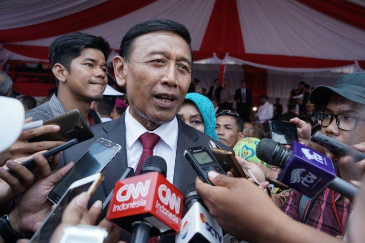 Menteri Koordinator Bidang Politik, Hukum dan Keamanan Wiranto saat ditemui usai upacara peringatan HUT ke-72 TNI, di Dermaga PT Indah Kiat, Cilegon, Banten, Kamis (5/10/2017).