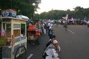Pedagang Makanan Minuman Raup Berkah di Aksi Bela Palestina