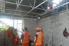 Pengerjaan Bedah Rumah di Cilincing dalam Tahap Pemasangan Atap