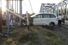 Mobilnya Dihantam Kereta Api, Pria Ini Lolos dari Maut