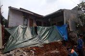 Halaman Belakang Rumah Ini Longsor Pasca Hujan Deras di Depok