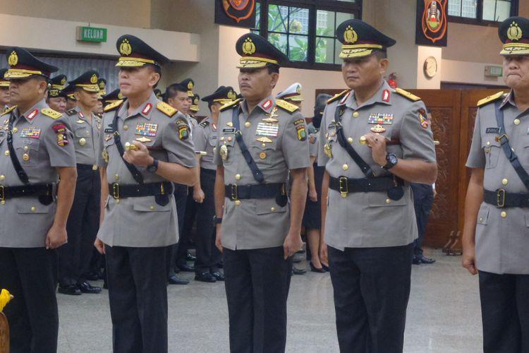 Kapolri Jenderal Pol Tito Karnavian melantik Kapolda Metro Jaya Irjen Idham Azis dan sejumlah perwira tinggi Polri di Rupatama Mabes Polri, Jakarta, Rabu (26/7/2017).