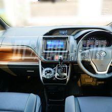 Kemewahan di Kursi Depan Toyota Voxy
