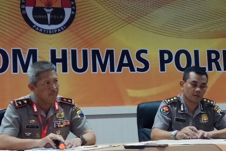 Kapolda Jawa Tengah Irjen Condro Kirono (kiri) bersama Kabid Humas Polisi Daerah Jawa Tengah AKBP Agus Triadmaja (kiri) di Akademi Kepolisian RI, Rabu (11/10/2017).