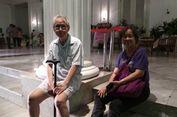 Ingin Lihat Karangan Bunga, Kakek-Nenek Ini ke Balai Kota Tengah Malam