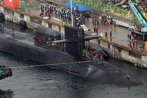 Kapal Selam AS Tiba di Busan, Korut Geser Pasukan Artilerinya