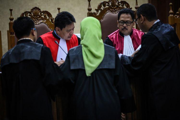 Mengapa Hakim Lanjutkan Pembacaan Surat Dakwaan Novanto?