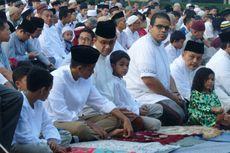 Anies dan Keluarga Shalat Id di Masjid Al Izhar
