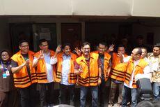 Tujuh Tahanan KPK Acungkan Tiga Jari Usai Gunakan Hak Pilih