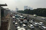 Pemudik di Tol Jakarta-Cikampek Sempat Dialihkan keluar di Cikarang Barat