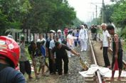 Sebelum Tewas Tersamb   ar Commuter Line, Wanita Ini Jalan di Rel Sambil Menangis