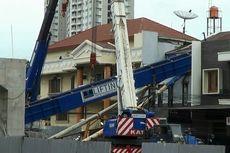 Mengapa Alat Berat Roboh di Area Proyek LRT di Kelapa Gading?