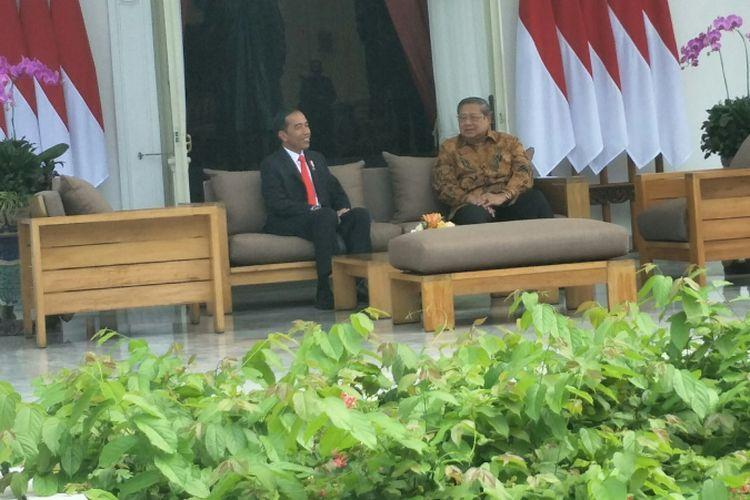 Presiden Joko Widodo bertemu Presiden keenam SBY di Istana, Jumat (27/10/2017).