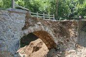 Sebuah Jembatan Desa Ambruk 2 Jam Setelah Selesai Dibangun