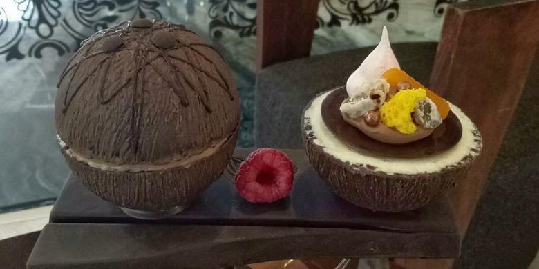 Cokelat kelapa yang berisi ekstrak kelapa dan dark cokelat, dibalut cokelat yang menyerupai tempurung kelapa.