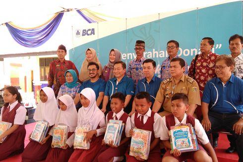 Tumbuhkan Minat Baca Bank BCA Berikan Donasi Buku di Berbagai Kota