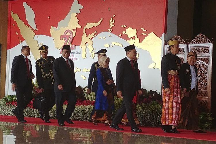 Presiden Joko Widodo menggunakan baju adat Bugis saat menghadiri sidang tahunan MPR, Rabu (16/8/2017).