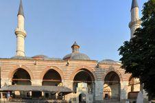 Semai Kerinduan Ibadah dari Keagungan Masjid Turki