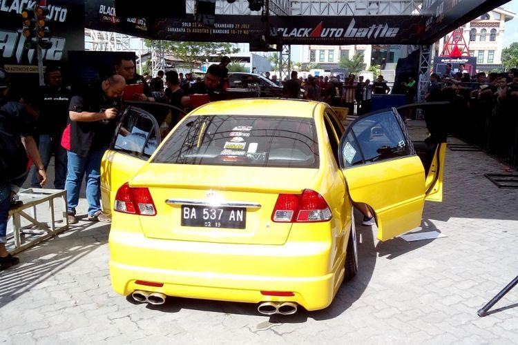 Penjurian Drive Thru Black Auto Battle 2017 di Pekanbaru.