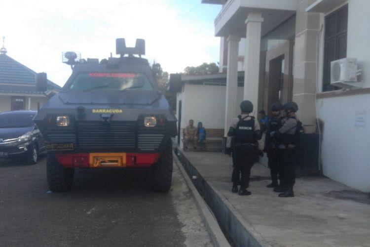 kendaraan barracuda mengamankan pengadilan di Bengkulu