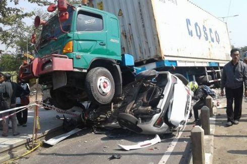 Kronologi Kecelakaan Truk Timpa Mobilio dan Motor di Pantura