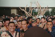 Jokowi: Bedakan Mana Kebijakan, Mana yang 'Nyolong'
