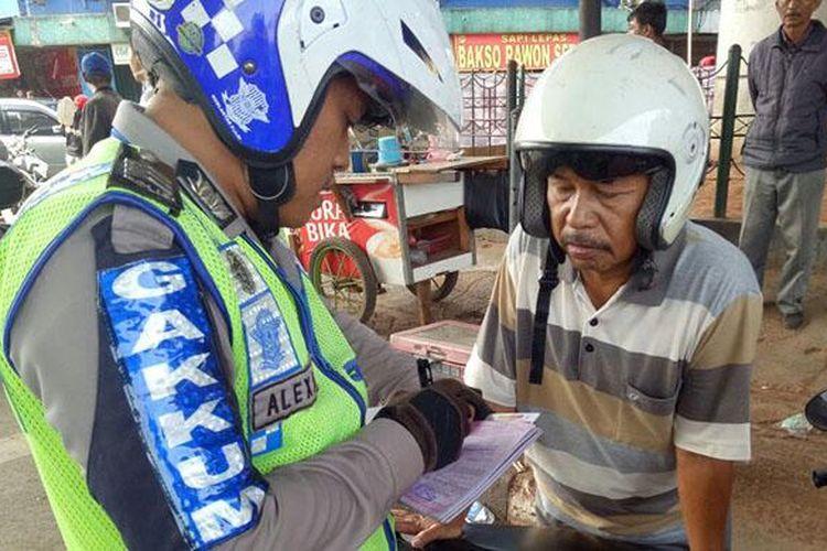 Tilang menggunakan E-tilang dilakukan Polda Metro Jaya
