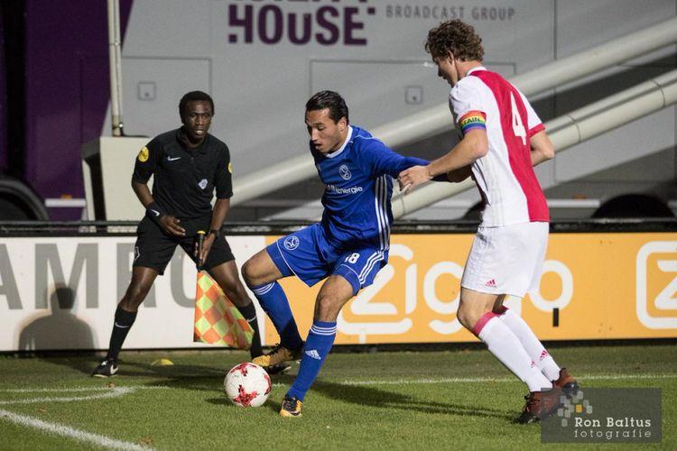 Aksi Ezra Walian bersama Almere City FC ketika bertandang ke markas mantan timnya, Jong Ajax, pada pertandingan Eerste Divisie, Senin (16/10/2017).