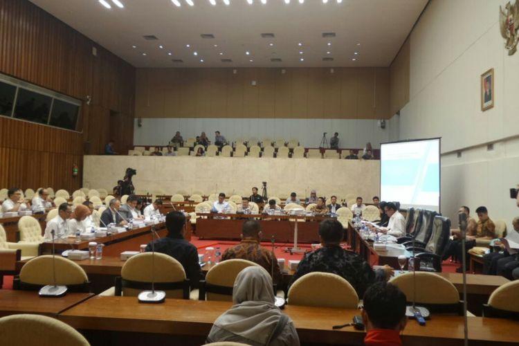 Rapat pansus hak angket KPK dan Kementerian PAN-RB di Kompleks Parlemen, Senayan, Jakarta, Senin (17/7/2017).
