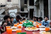 Warga Suriah Buka Bersama di Antara Reruntuhan Bangunan