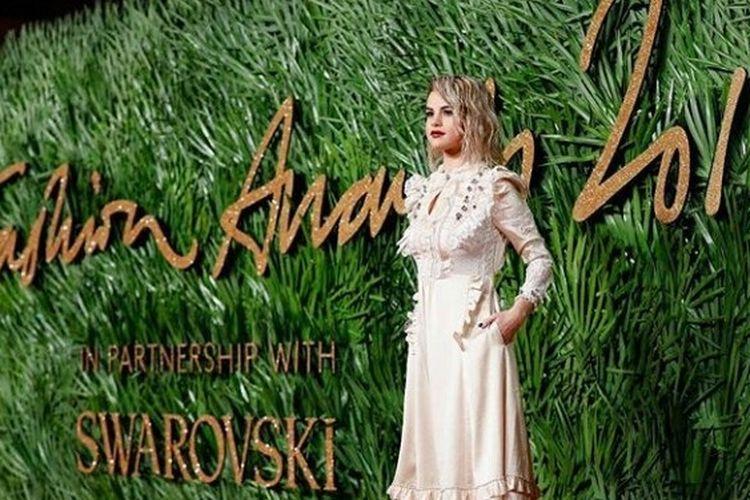 Selena Gomez di fashion Award 2017