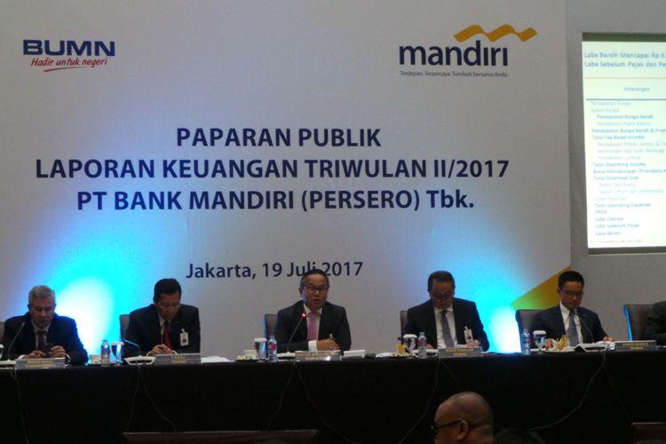 Direksi Bank Mandiri saat melaporkan kinerja perseroan kuartal II 2017, di Plaza Mandiri, Jakarta Pusat, Rabu (19/7/2017).