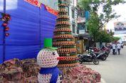 Kreasi Tukang Ojek di Ambon, Pohon Natal Ini Dibuat dari Ratusan Botol Bir Bekas