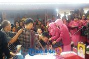 Warga Histeris Sambut Jenazah Polisi Korban Penyerangan di Polda Sumut