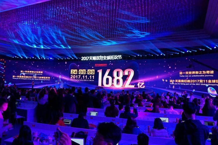 Selebrasi pesta belanja online atau 11.11 Alibaba Global Shopping Festival 2017 di Shanghai, Sabtu dinihari waktu Shanghai (12/11/2017).