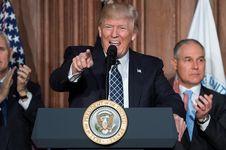 Apa yang Dilakukan Trump Selama 100 Hari Jadi Presiden?