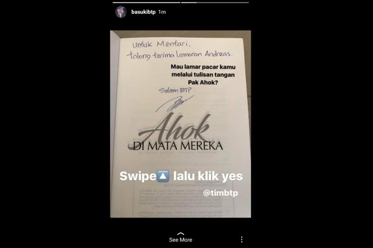 Tulisan tangan mantan Gubernur DKI Basuki Tjahaja Purnama atau Ahok untuk membantu seorang pemesan buku Ahok di Mata Mereka melamar kekasihnya.