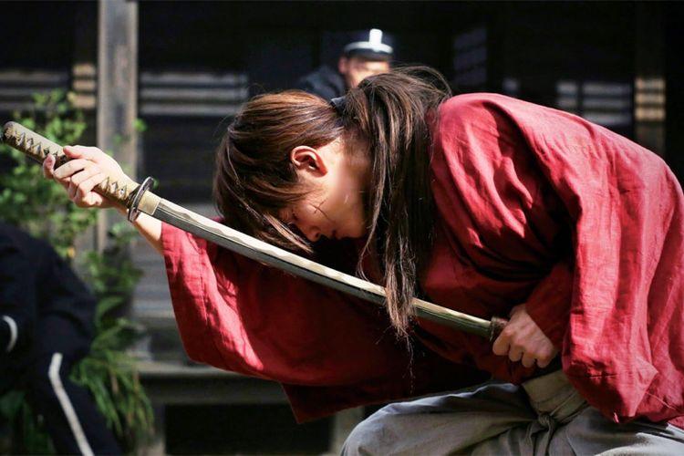 Takeru Satoh beraksi dalam Rurouni Kenshin: Meiji Kenkaku Roman Tan (2012)