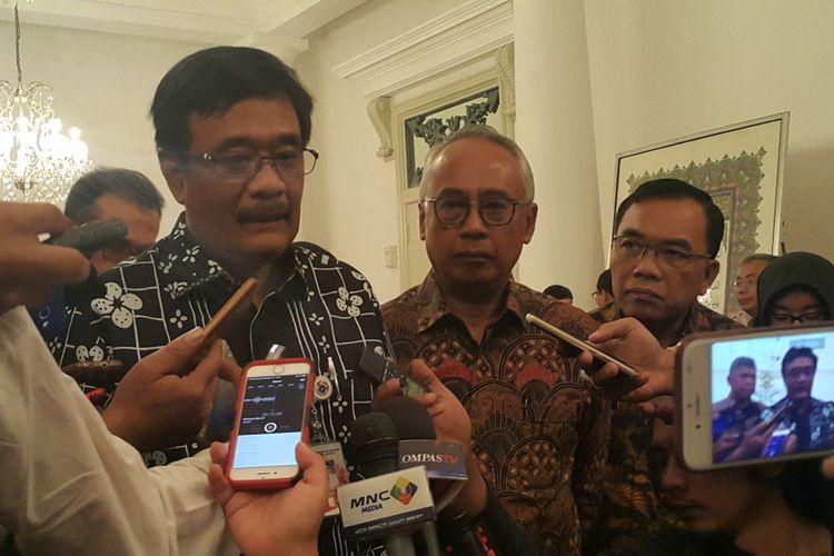 Gubernur DKI Jakarta Djarot Saiful Hidayat dan Direktur Utama PT Pembangunan Jaya Ancol Paul Tehusijarana di Balai Kota DKI Jakarta, Jumat (22/9/2017).