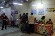 Penjual Tiket Bus Keluhkan Sepinya Penumpang di Terminal Pulo Gebang