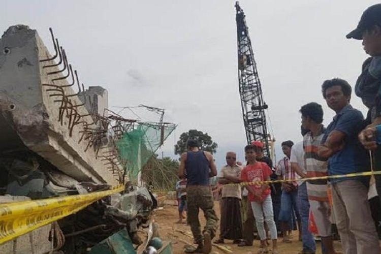 Tol Paspro yang ambruk di Grati, Kabupaten Pasuruan, Minggu (28/10/2017).