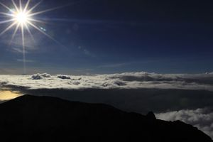 Gunung Agung Erupsi, 6 Bandara Siaga Tampung Penerbangan Internasional